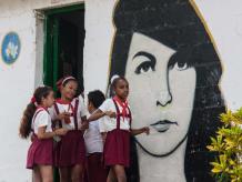 schoolgirls with revolutionary hero image